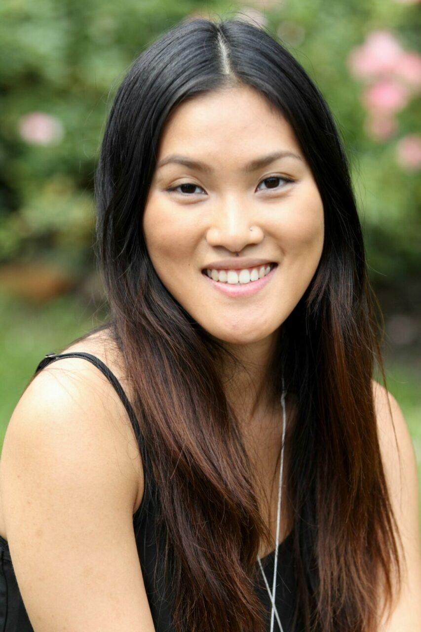 «Avant d'entrer en médecine, j'étudiais en diététique à McGill. J'ai trouvé mon expérience clinique dans un hôpital si enrichissante que j'ai décidé de devenir médecin pour pouvoir travailler dans les services de santé de première ligne.»  - Karen Tam