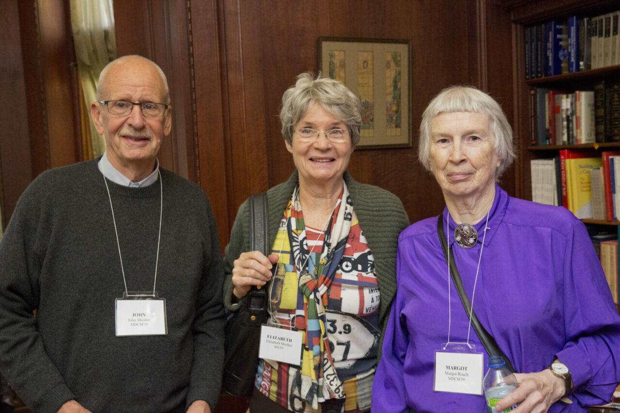 John Mosher, MDCM 1959, Elizabeth Mosher, B.A. 1959 et Margot Roach, MDCM 1959. (photo: Nicolas Morin)