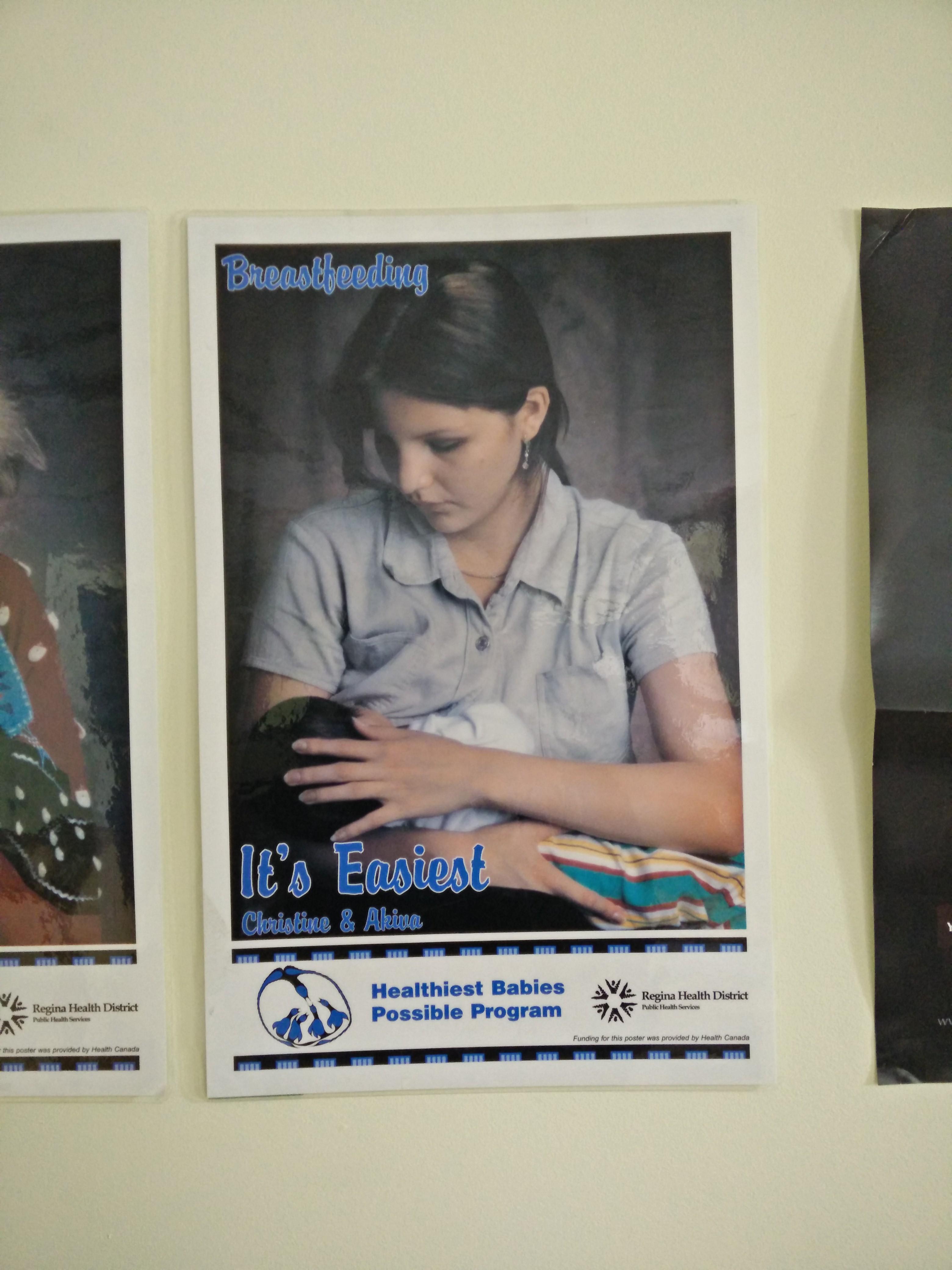 Une affiche au poste de soins infirmiers qui fait la promotion de bons soins maternels