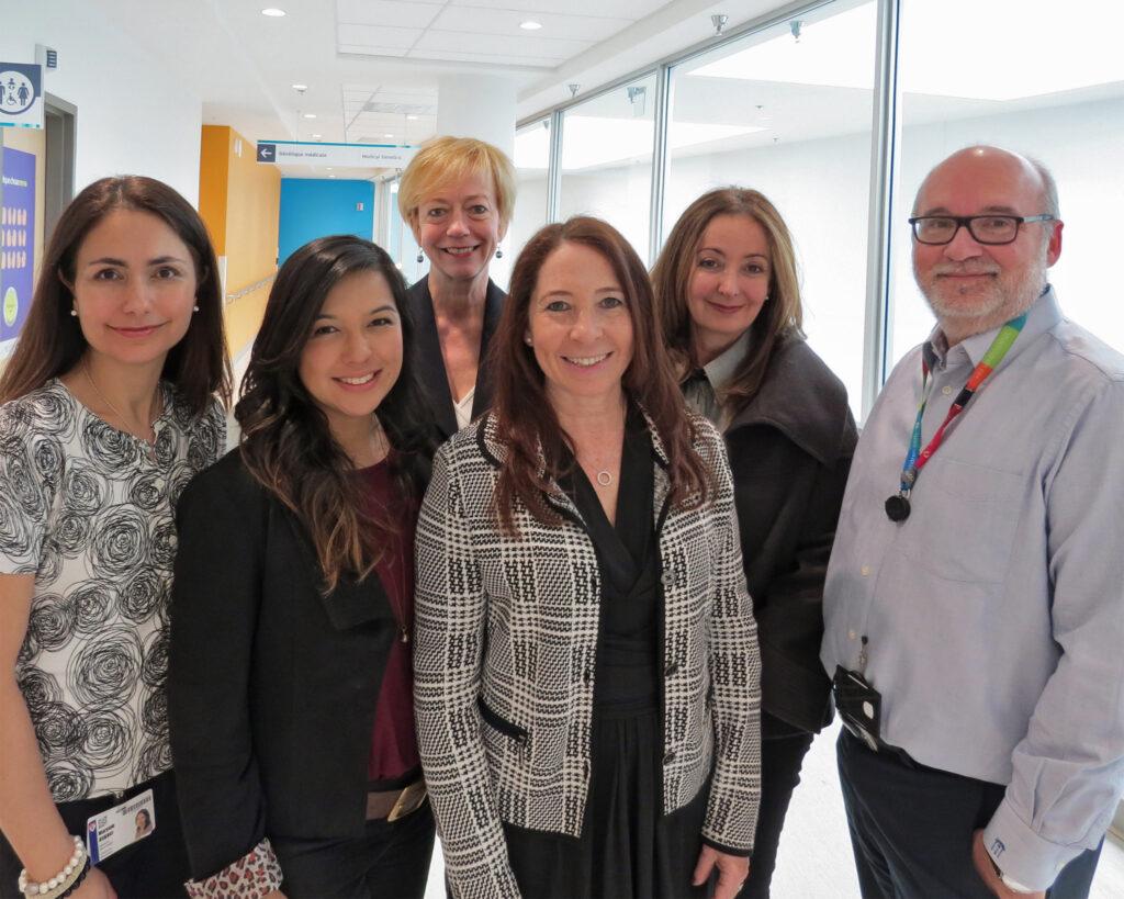 De gauche à droite: Dre Maryam Oskoui, (Neurologue), Dre Keiko Shikako-Thomas, (Ergothérapeute), Dre Lucy Lachine (Travaillleuse sociale), Dre Annette Majnemer (Ergothérapeute), Dre Ariane Marelle (Cardiologuet), Dr Michael Shevell, (Neurologue) (Photo: CUSM)