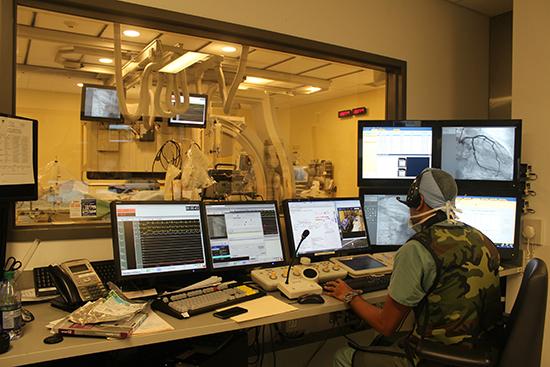 Le laboratoire de cathétérisme du CUSM, où es interventions cardiaques sont réalisées 24 heures par jour, sept jours par semaine. (Photo: Gilda Salomone)